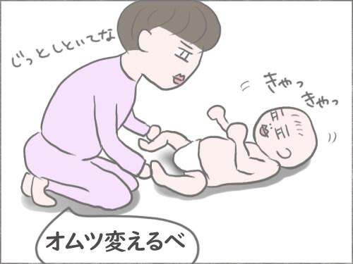 寝ている赤ちゃんとオムツ変えしている母のイラスト