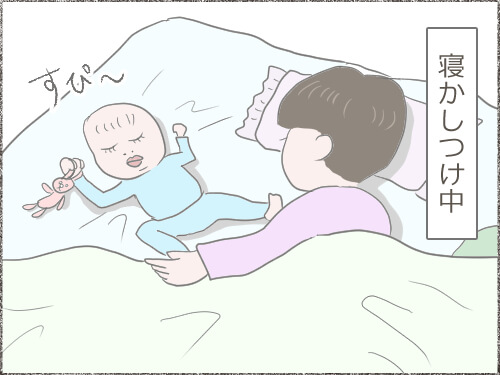 赤ちゃんを寝かしつけしているイラスト